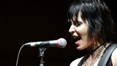 Joan-Jett11- singing black